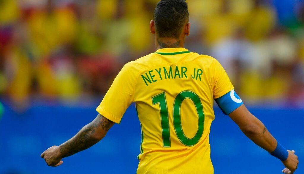 Brasil_estreia_contra_a_África_do_Sul_no_Mané_Garrincha_(28151407214)-min