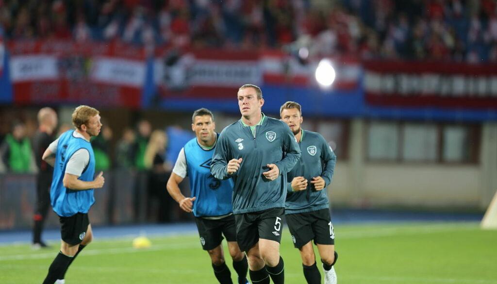 FIFA_WC-qualification_2014_-_Austria_vs_Ireland_2013-09-10_-_Richard_Dunne_19-min