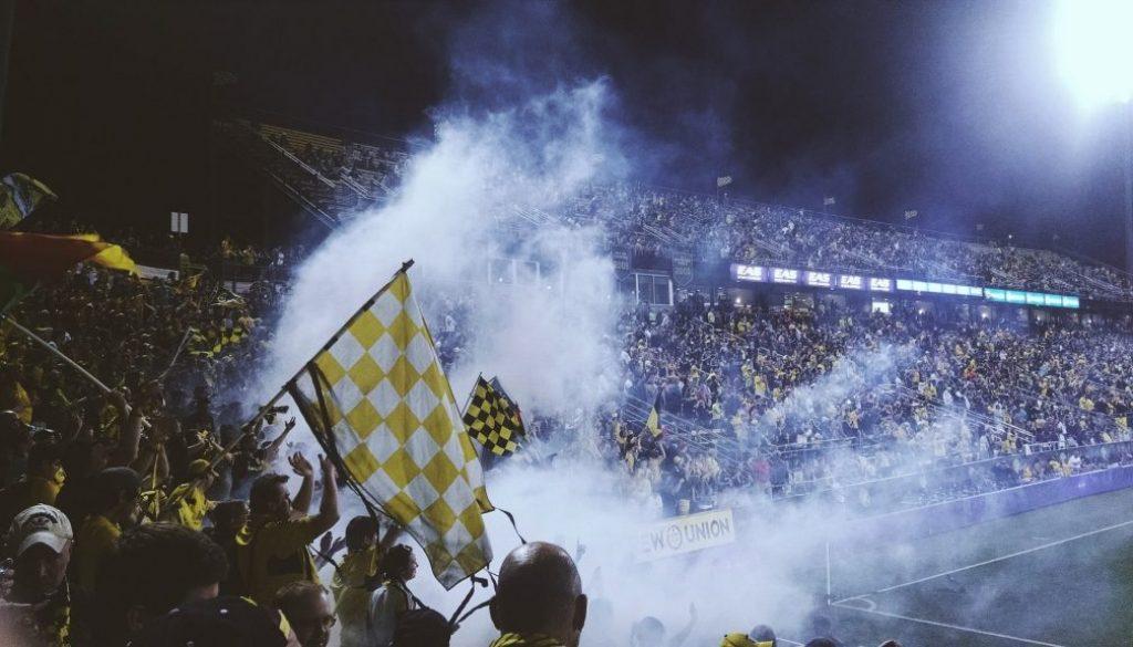 stadium-931975_1920-min